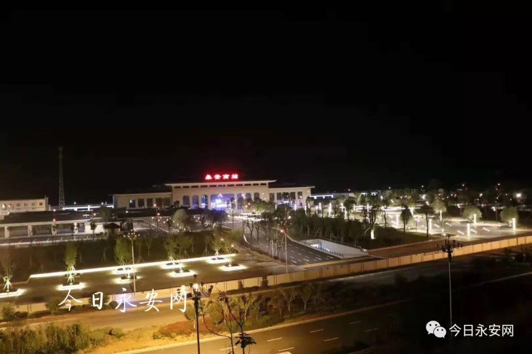 永安南站最新进展 站前广场夜景灯已调试完毕!超级美!