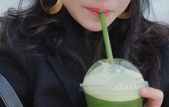陳妍希曬素顏自拍照片 咬吸管賣萌皮膚掐出水