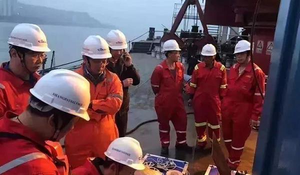 萬州公交車打撈潛水員回憶令人淚目 重慶公交車墜江86小時救援全過程