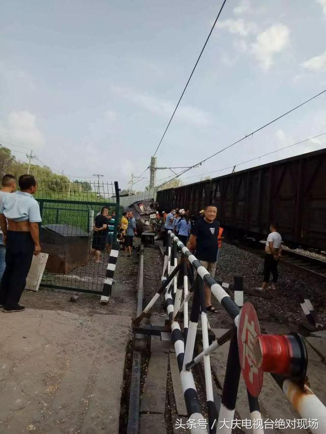 突发!哈尔滨一货车与一列货运火车相撞,货车驾驶员不幸身亡