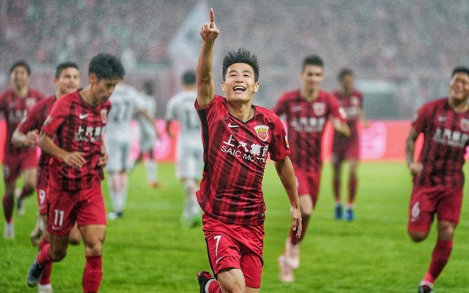 上港首夺中超冠军主场2:1人和 武磊打破进球纪录