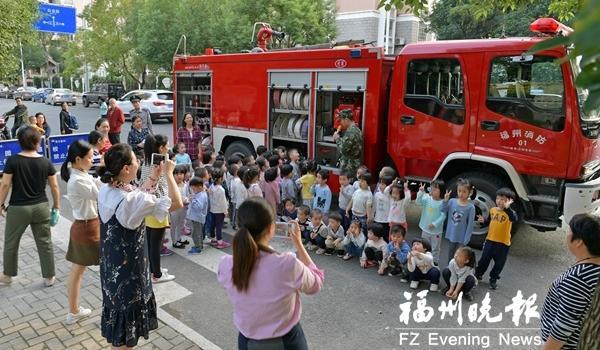 """""""119消防宣传月""""启动 大人孩子都上消防课"""