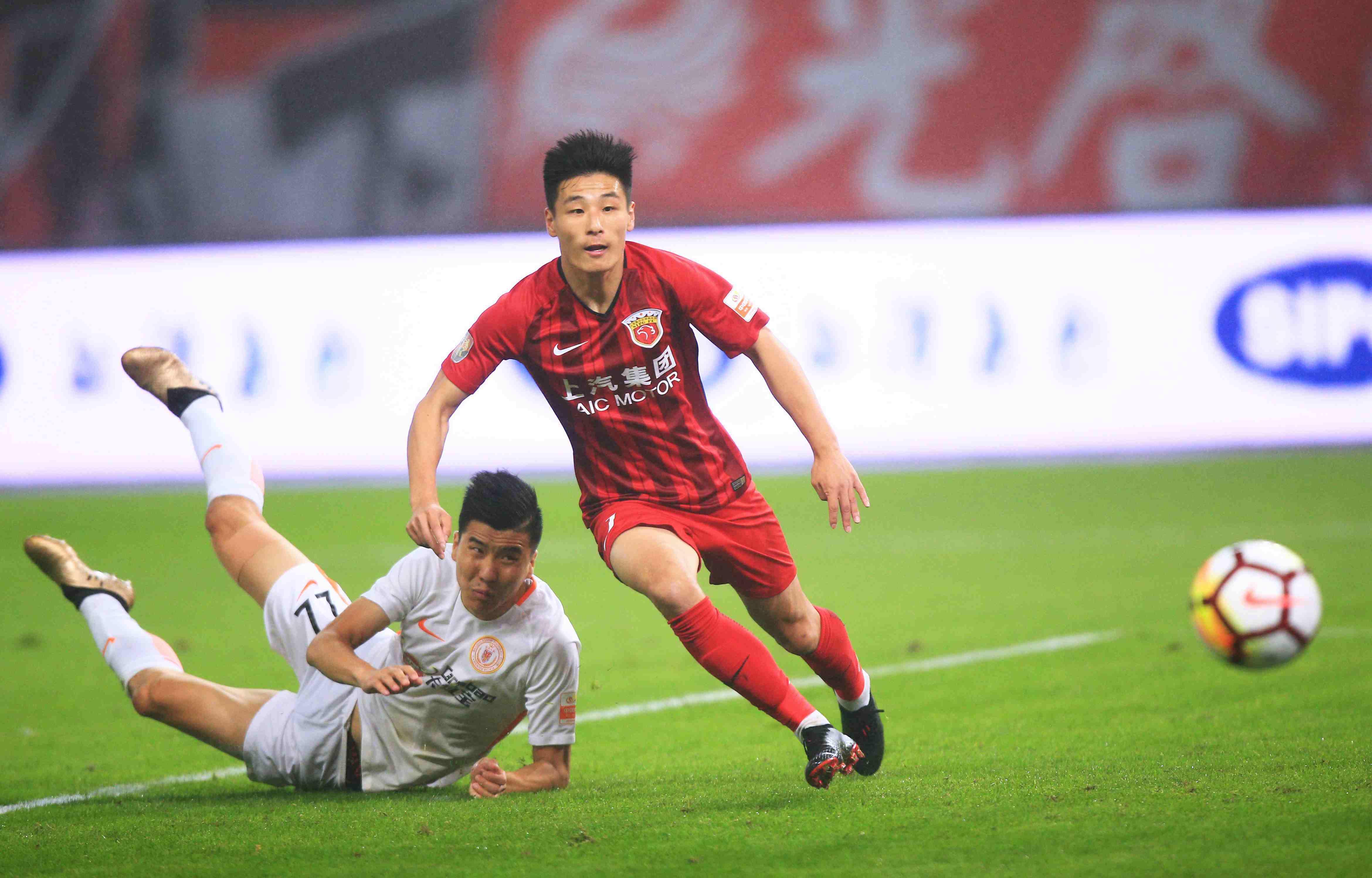 中超最佳阵容:武磊巴坎布冲锋 保级队贡献6人