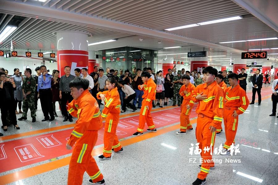 福州首个消防主题地铁站亮相
