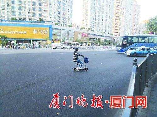 骑电动滑板车上路 扣车罚款!交警:属机动车 操控性能差 存在较大隐患