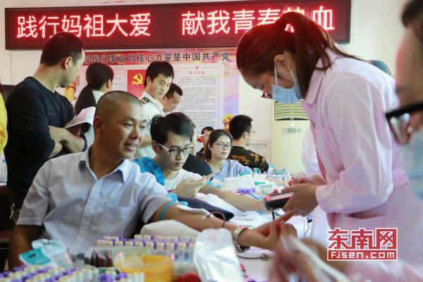 莆田湄洲岛开展无偿献血志愿活动 民众踊跃参与