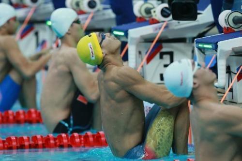 振奋!徐嘉余打破100米仰泳世界纪录,中国游泳男队历史最强