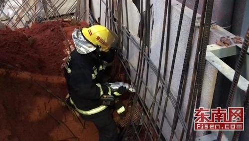 莆田:施工土方坍塌女工被埋 消防成功营救