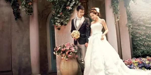 新郎佩带胸花、新娘戴手套...这些婚礼风俗你相识吗?