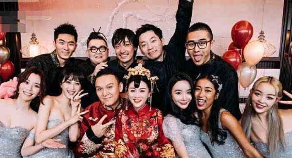 中国好声响李嘉格大婚,陈冰和吉克隽逸任伴娘,有个伴郎非常抢眼