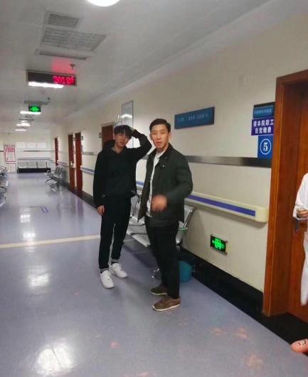 王俊凯被鱼刺卡是怎么回事?网友医院偶遇王俊凯深夜挂急诊