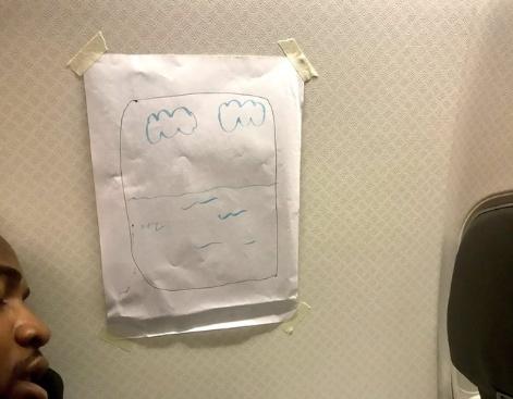 """乘客要换靠窗座 空乘画""""蓝天白云""""贴其身旁"""