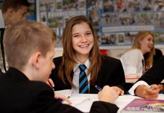 海外高中VS国内国际学校 如何选适合孩子的留学时期