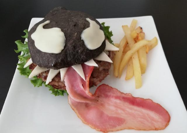 日本网友自制毒液汉堡逆天还原 比原版还真?