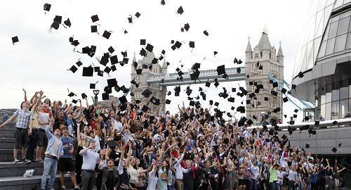英媒:中印留学生助推英国净移民人数创新高