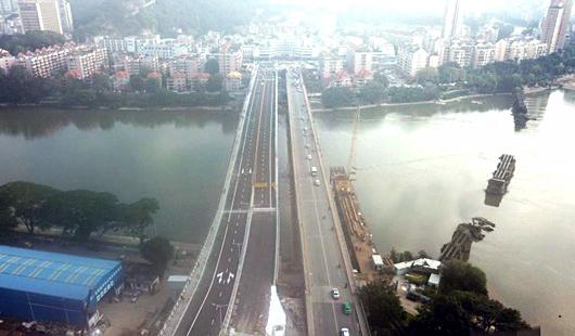 福州闽江上三代洪山桥同框成景