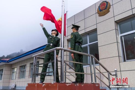 升挂国旗活动在全澳门学校 基本实现全覆盖
