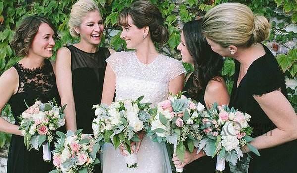 到场婚礼应该穿什么好?差别身份穿着有讲求!