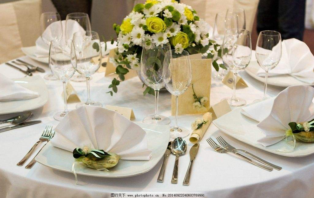 婚宴酒席怎么装饰好看?婚宴酒席鲜花装饰推荐!