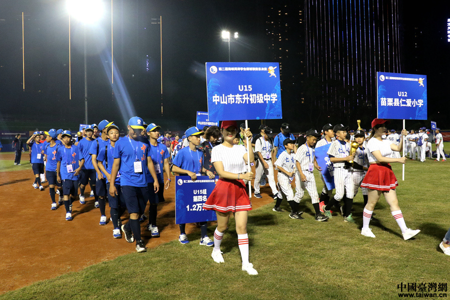 第二届海棒赛决战日花絮:台湾啦啦队吸睛 奖杯成赛后亮点