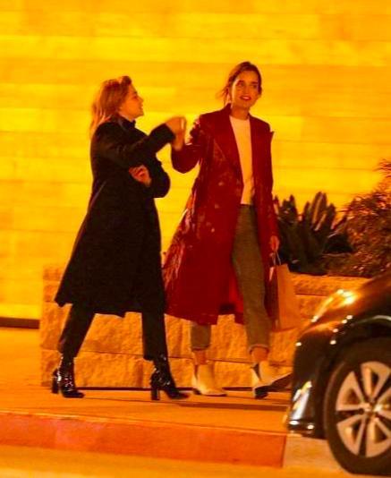 超杀女出柜了!和27岁女模特街头甜蜜拥吻
