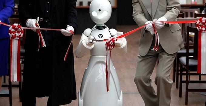 日本一咖啡馆的服务员是机器人 重度残疾人操控工作成了现实!