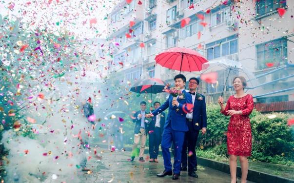 新娘結婚為什么要撐紅傘 結婚撐紅傘有什么講究
