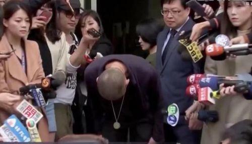 钮承泽在警局前鞠躬 回应性侵事件:我已经死了