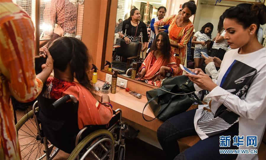 印度举行残疾人时装秀 有缺憾也很美