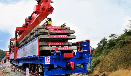 衢寧鐵路建設如火如荼 全線進入鋪軌階段