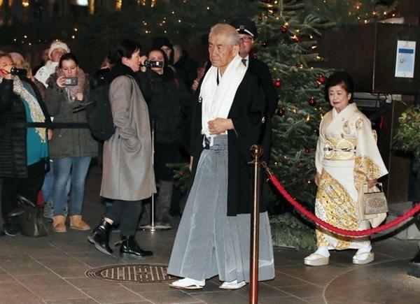 日本诺贝尔奖获得者本庶佑身穿和服出席颁奖礼