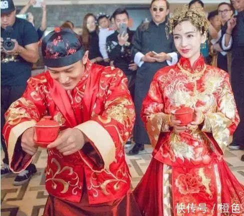 黄晓明baby华表奖分开坐,全程零互动,且上台发言杨颖表情很淡然