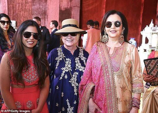 印度首富嫁女兒 希拉里去捧場碧昂斯獻唱
