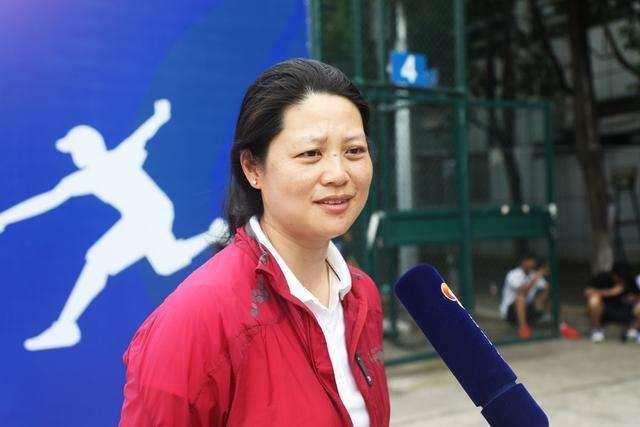 海内首位女性网球银牌裁判长王景: 女篮队员爱上彀球