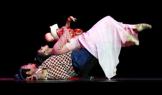 海峡网省3D舞剧影戏《丝海梦寻》在海都网首映