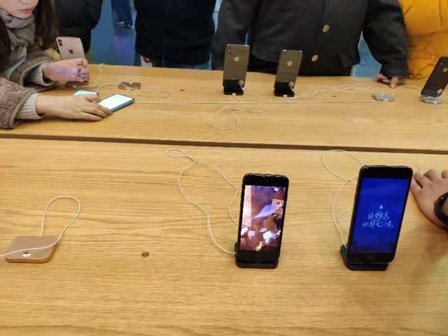 """实地探访:苹果上海旗舰店未收到""""禁售令"""" 高通再提""""强制执行申请"""""""
