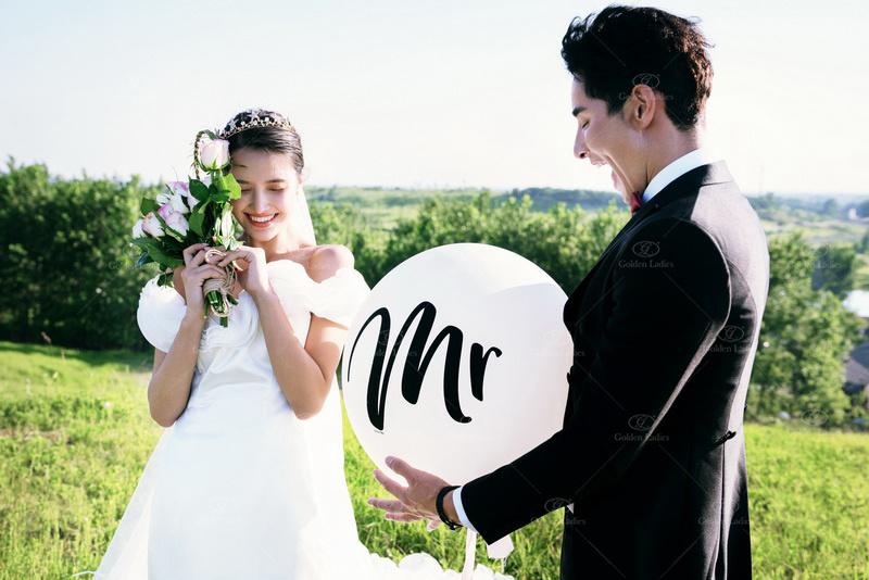 婚礼花朵还能这么用!为了让婚纱照不落俗套 摄影师也是有够尽力