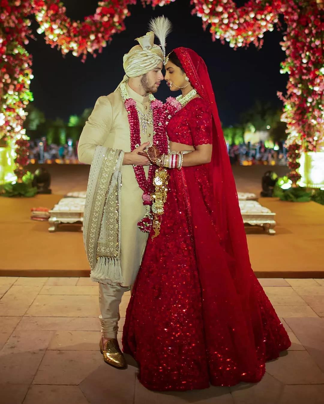 印度国宝级女星出嫁 新郎是小10岁的鲜肉