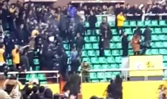 广厦辽宁球迷冲突原因是什么 场面一度十分混乱