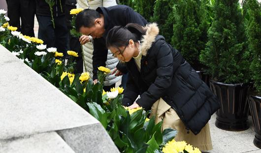 海峡网举行南京大屠杀去世难者国度公祭日哀悼运动