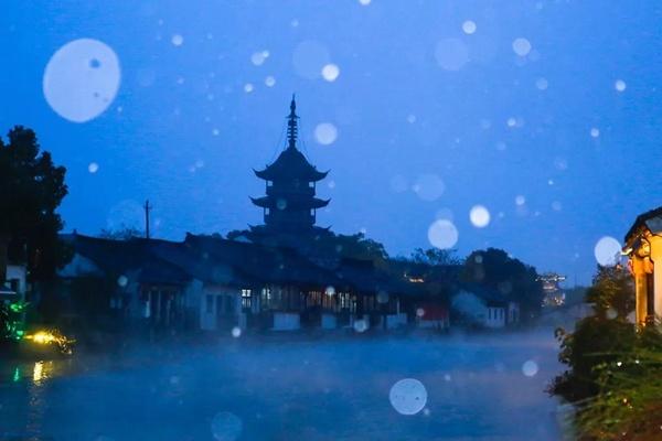 震泽初雪在古镇飘洒 宛若一片瑶池