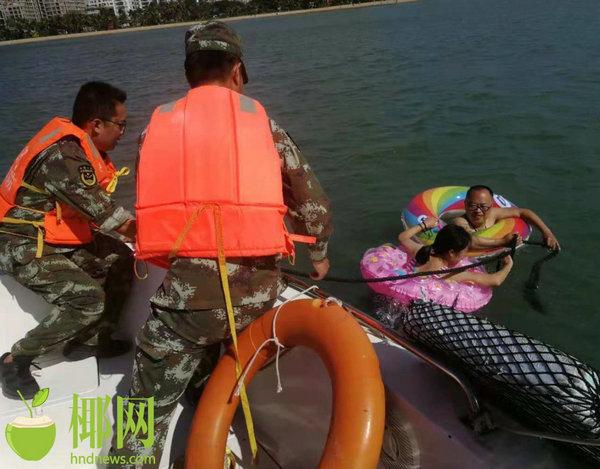 事发三亚!两名游客气着泳圈下海游泳 结果被波浪越卷越远