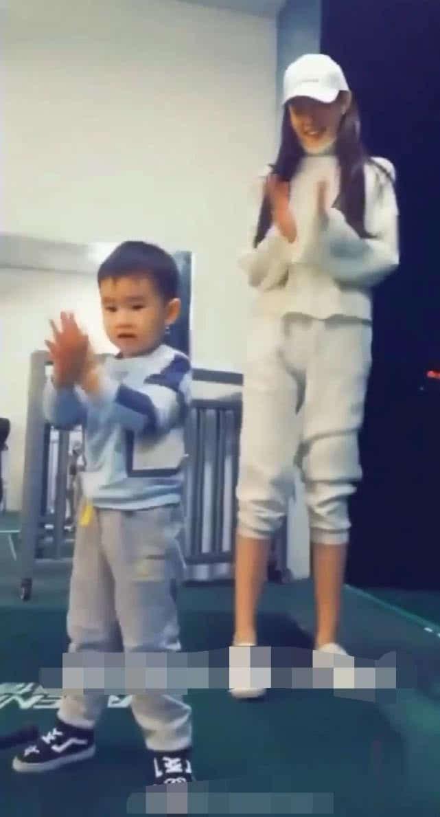 王宝强私生子正面照曝光,王子豪和弟弟一块玩耍?网友:惊呆