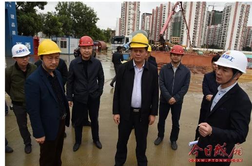 莆田城厢区:吴文恩带队调研安置房建设和回迁情况