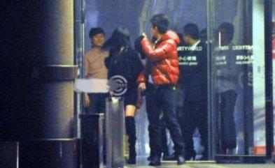 贾乃亮深夜带两位花季少女回家,工作室:将依法追责非法偷拍者!