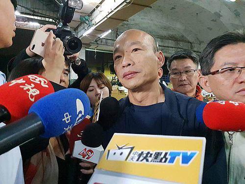 韩国瑜夜宿高雄果菜市场 表示希望用北农经验助高农
