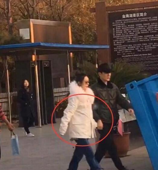 赵丽颖冯绍峰婚后近况曝光2018,赵丽颖深夜晒自拍孕相明显?