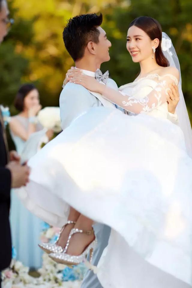 刘诗诗宣布怀孕后首露面,网友羡慕:原来这就是嫁给爱情的样子