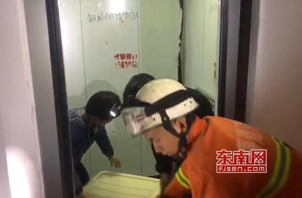莆田仙游鲤南一布置房电梯妨碍 两名老人被困