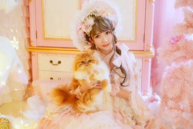 妩媚少女COS出演圣诞贺图 我也是有猫的人了!